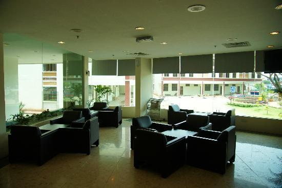 Wana Riverside Hotel: waiting area