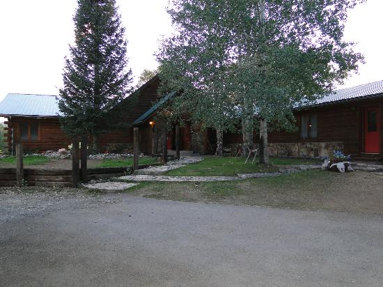 Spirit West River Lodge: Front View