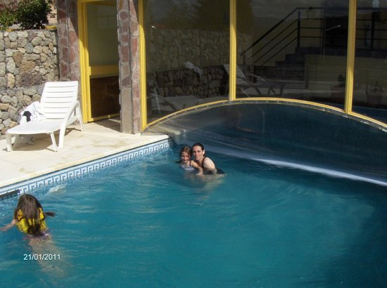 Hosteria Rihue: Piscina in-out