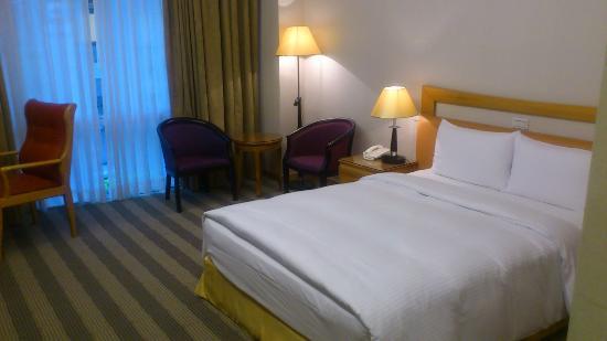 Kai Du Hotel: Bedroom is comfortable.