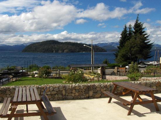 Hosteria Rihue: Vista al lago Nahuel Huapi
