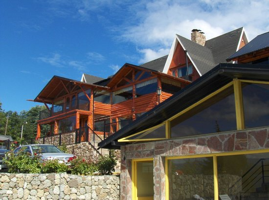 Hosteria Rihue: Frente de la hostería