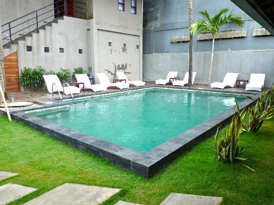 Kayun Hostel: Swimming Pool