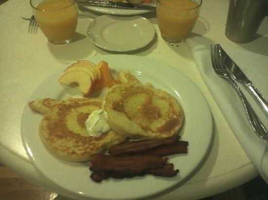 Seasons at the Riter Mansion: apple pancake breakfast