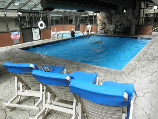 Park Regency Hotel : Pool and Jacuzzi