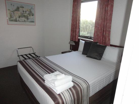 Atrium Resort Hotel Mandurah: Double bedroom