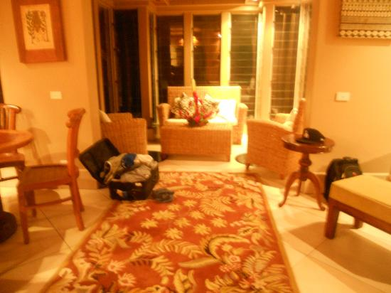 Koro Sun Resort and Rainforest Spa : The living room in our Streamside Villa