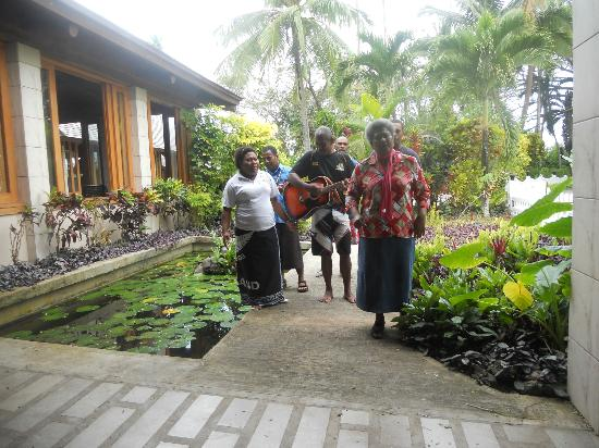 Koro Sun Resort and Rainforest Spa : Staff Singing to us