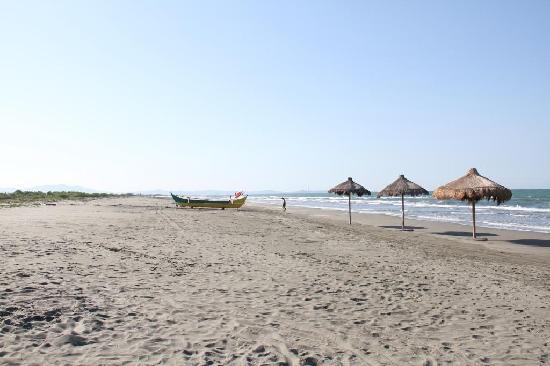 El Puerto Marina Beach Resort & Spa: beach area 2