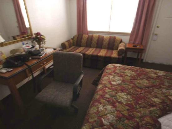 Grand Junction Palomino Inn: Love seat & task chair
