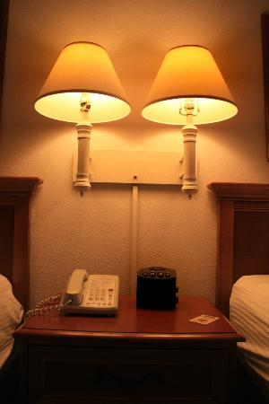 La Quinta Inn & Suites Madison American Center: nightstand