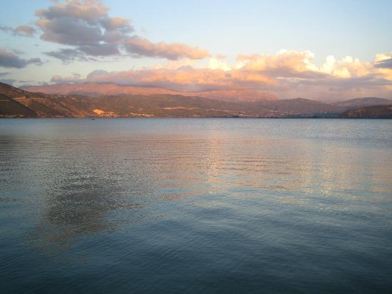 Garden Villa: Sunset at Ioannina Lake