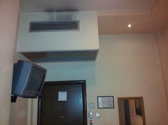Aegeon Hotel: Air conditioner