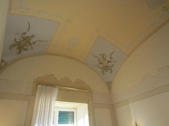 Grand Hotel Excelsior Vittoria: Hand painted ceilings