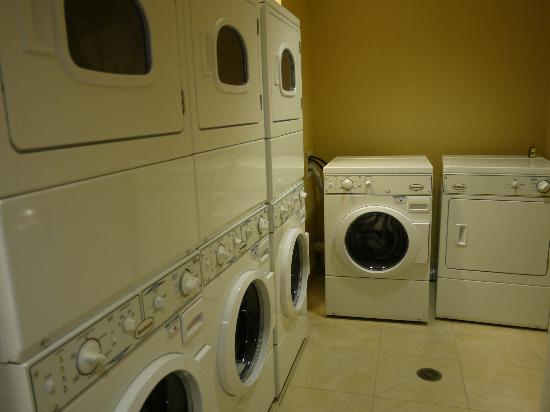 Staybridge Suites Reno Nevada: Laundry Room