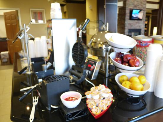 Staybridge Suites Reno Nevada: Breakfast spread