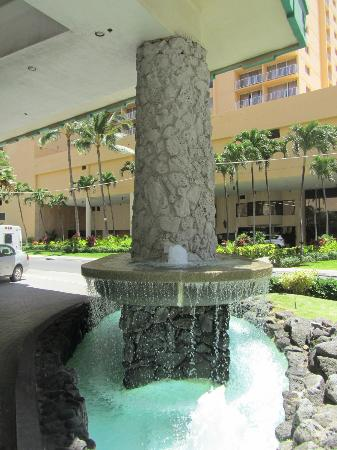 Waikiki Resort Hotel: The Fountain