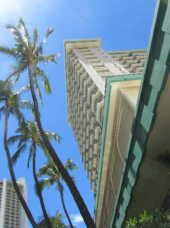 Waikiki Resort Hotel: Looking Up