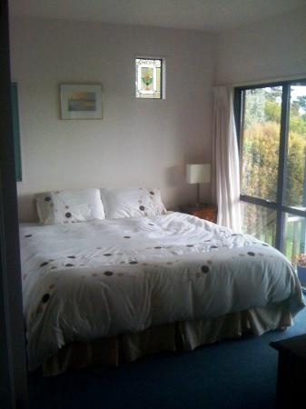 Le Chalet Waiheke Apartments: Bedroom Avignon Apartment