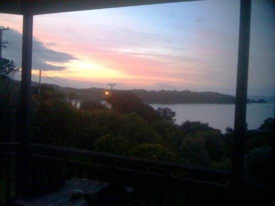 Le Chalet Waiheke Apartments: Sunset from Avignon Apartment