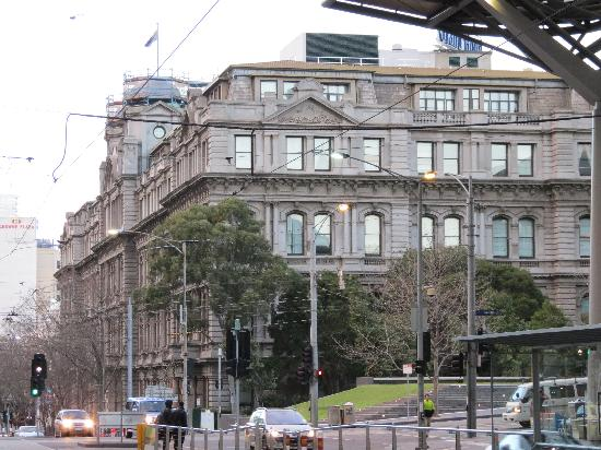 Quest Grand Hotel Melbourne: the hotel, view from Southern Cross Station