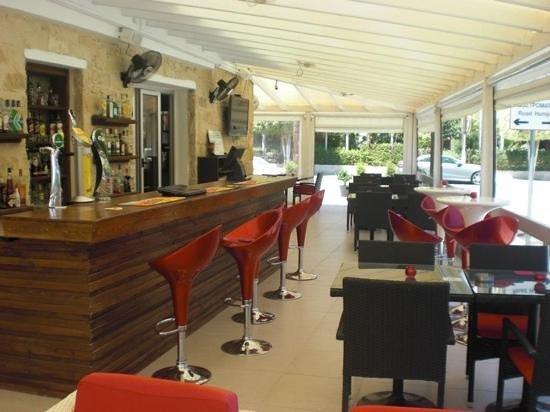 Pissouri Bay Cafe Bar : pissouri bay