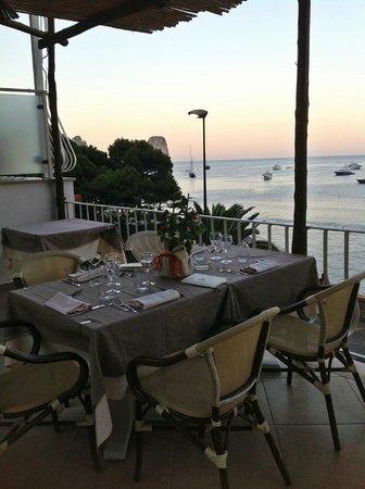 Ristorante la Piazzetta: vista di Marina Piccola dal tavolo accanto