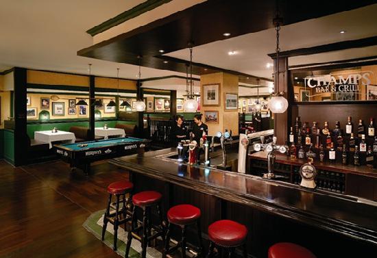 Champs Bar & Grill Shangri-La Hotel Shenzhen: getlstd_property_photo