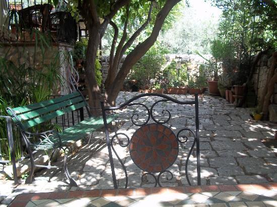 B&B Il Giardino Dei Sospiri: the garden