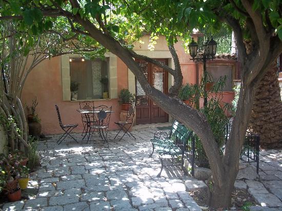 B&B Il Giardino Dei Sospiri : The Garden