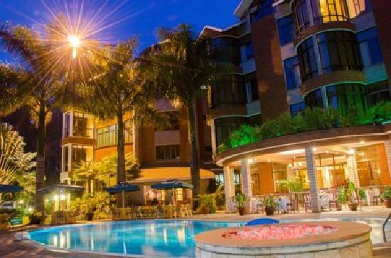 كيبو بالاس هوتل: Pool area