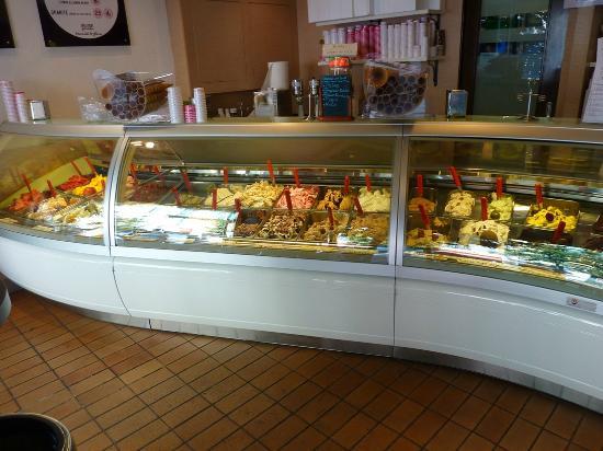 Arlequin Gelati: So many flavors