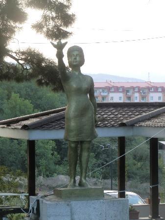 Armenia Hotel: Staua alla pace