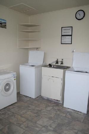 Sequoia - Acacia Lodge Motel: Laundry area (bring your own detergent)