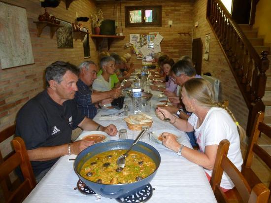 Albergue Las Almunias: Nuestro Arroz de Montaña, con conejo, costilla y setas