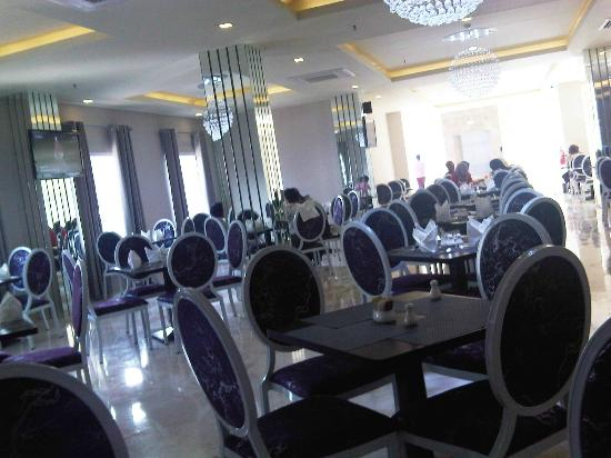 Gino Feruci Braga Hotel: Dining Room