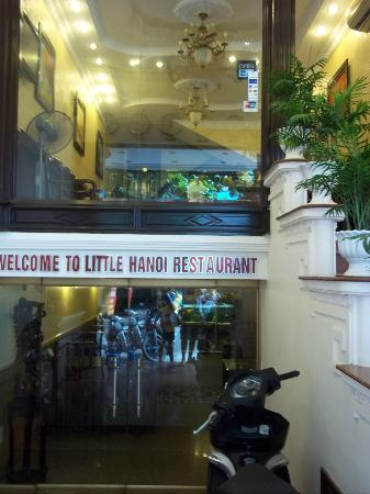 Little Hanoi Diamond Hotel: Front view of hotel:lobby and restaurant