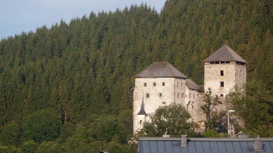 Hotel Gasthof Mitteregger: balcony - Kaprun Castle