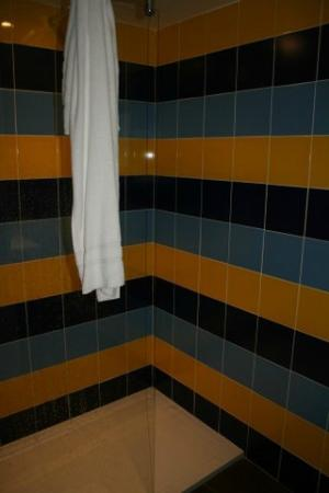 Les Canisses : Refurbished shower area