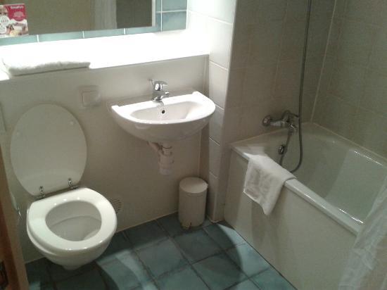 Campanile Hotel Milton Keynes - Fenny Stratford: Bathroom