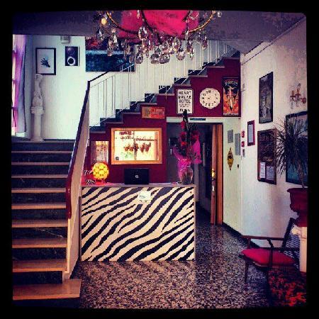 Hotel Villa Elia : La hall aperta 24 su 24