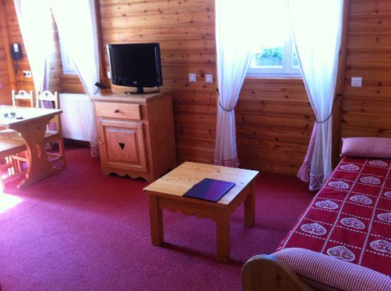 Hotel Les Autanes : espace salon 2