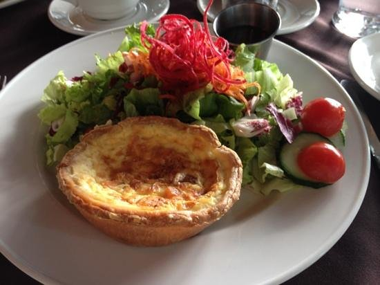 Moorside Tea Room : Perfect quiche with salad