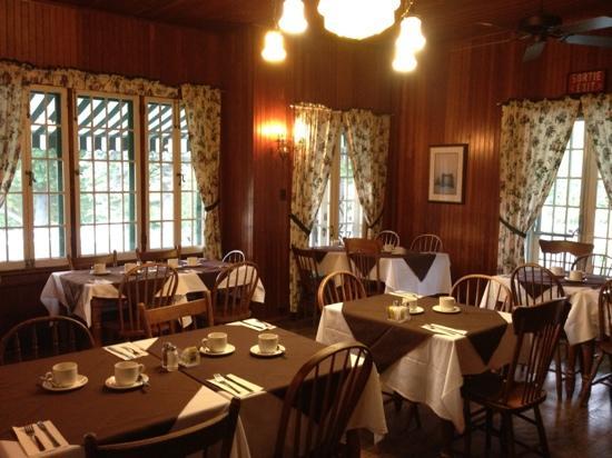 Moorside Tea Room: warm decor in a heritage building