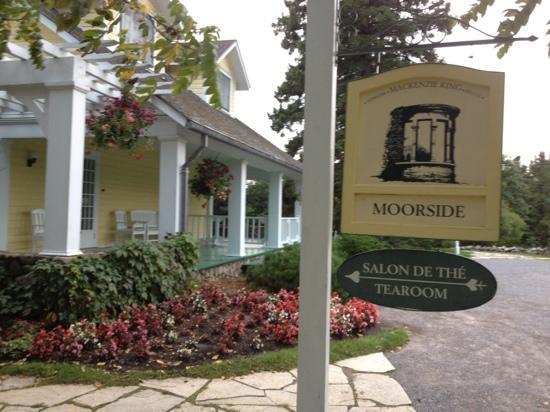 Moorside Tea Room: Exterior of the charming tearoom