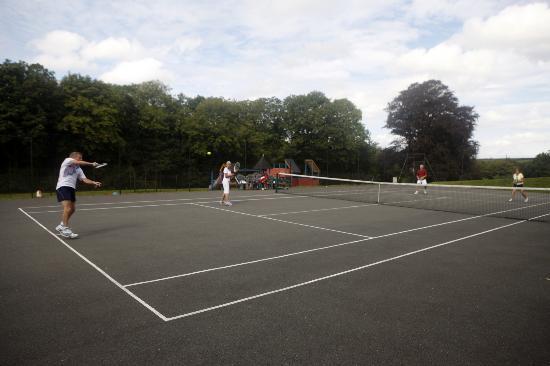 Hoburne Doublebois: Tennis courts