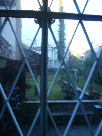 Guesthouse Basel : View through the kitchen window.