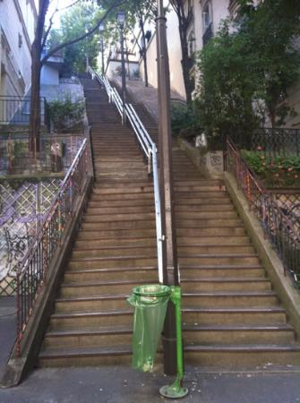 Caulaincourt Square Hostel: the stairs to the hostel