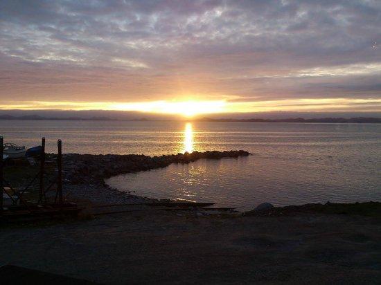 Nuuk, Grønland: Sunset from the windows of Nipisa.