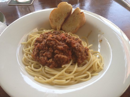 Tropical Murphys Irish Pub & Restaurant: Pasta for 200 Baht plus.....Big plain for the price